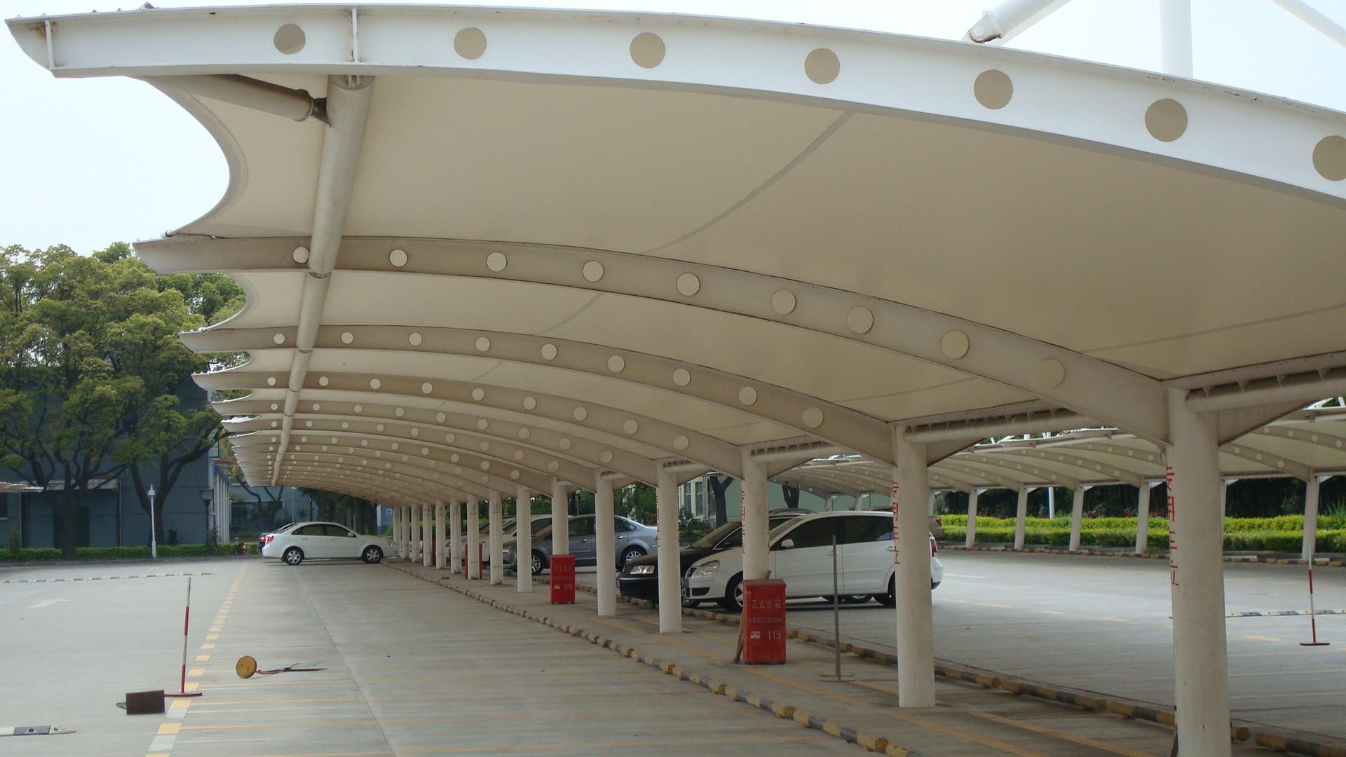 张拉膜结构汽车停车棚