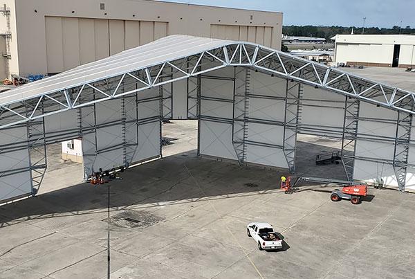 大跨度机库篷房 大型机库雨篷air-force-C17-hangar-tension-fabric-building-thumb.jpg