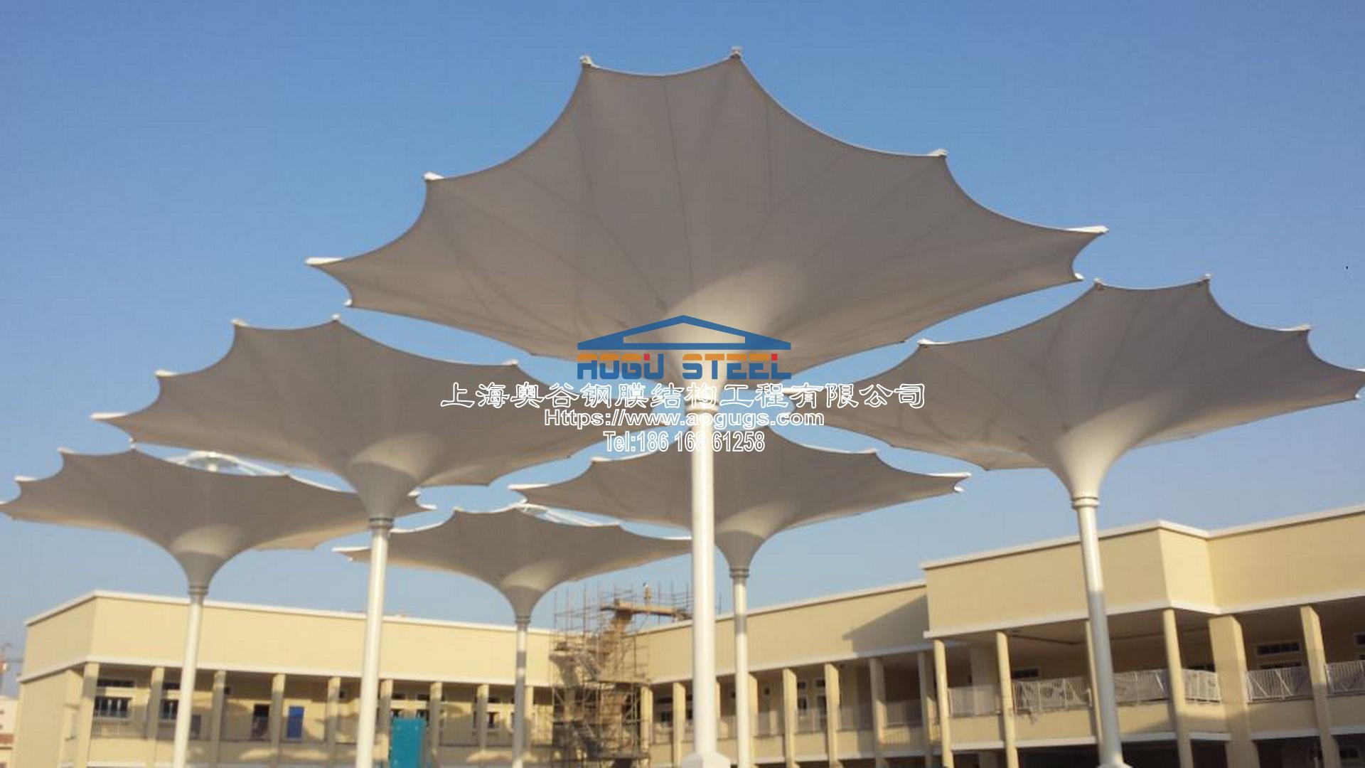 折叠开合式膜结构建筑雨伞产品演示图1