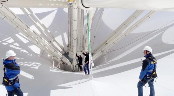 国外最大的伸缩开合式张拉膜结构建筑雨伞图片 11.jpg