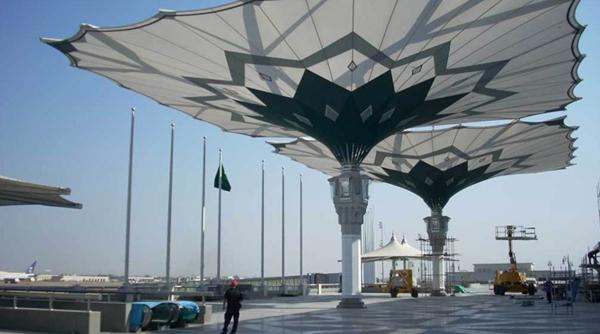 国外最大的伸缩开合式张拉膜结构建筑雨伞