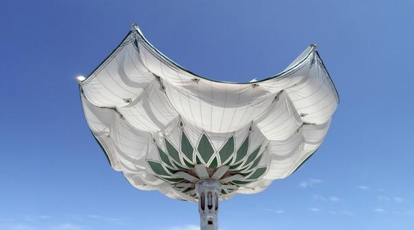 国外最大的伸缩开合式张拉膜结构建筑雨伞图片 30.jpg