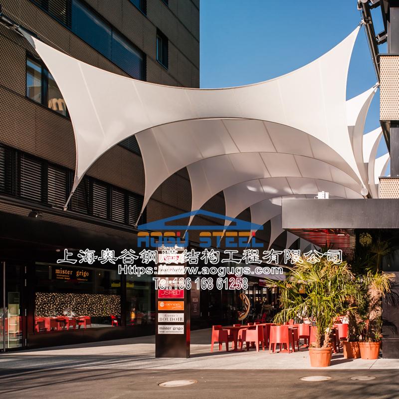 智能伸缩折叠开合式系统应用于商业街区楼顶中庭张拉膜结构工程
