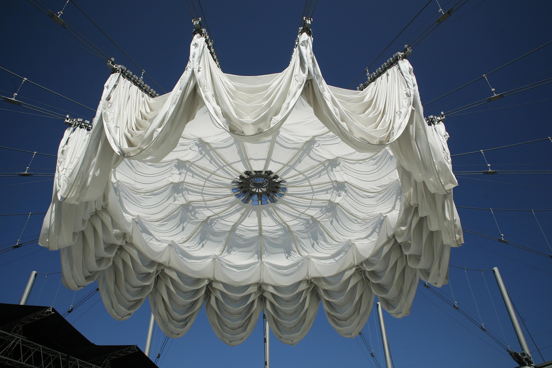 慕尼黑艺术家之家中庭 伸缩开合折叠式智能敞篷屋顶