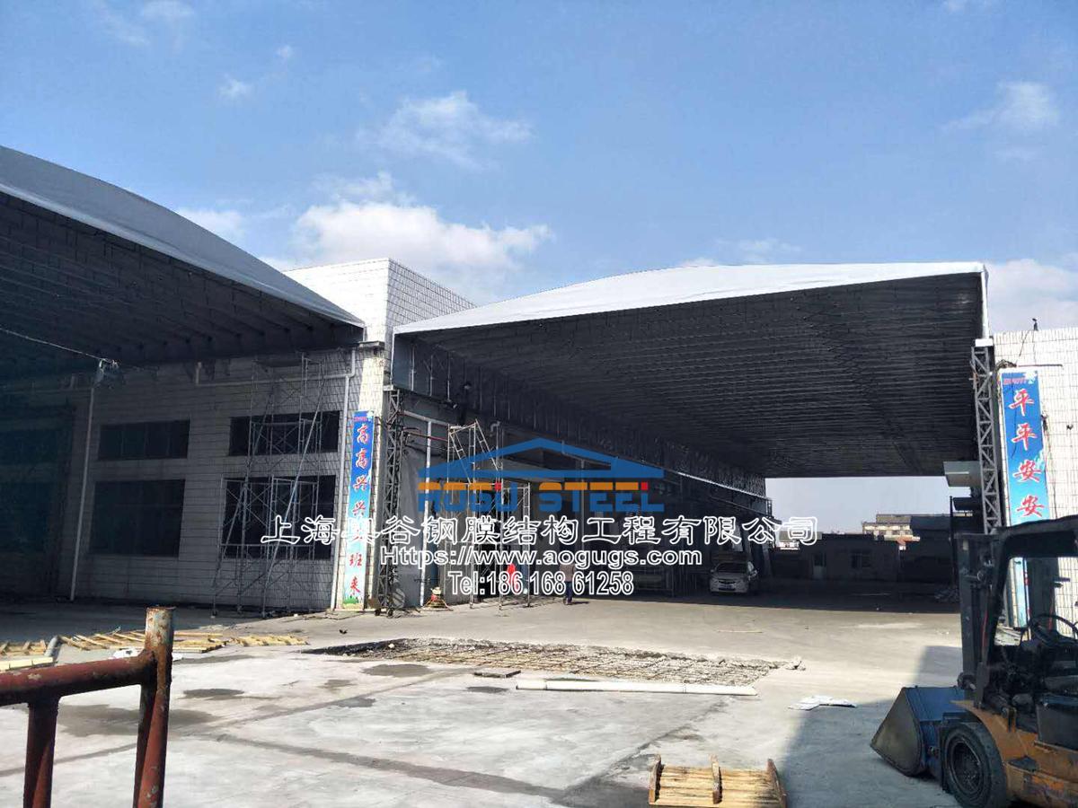 工厂电动雨篷,电动悬空伸缩雨篷,伸缩折叠雨篷,电动折叠架空顶棚雨篷该公司地方 (5).jpg