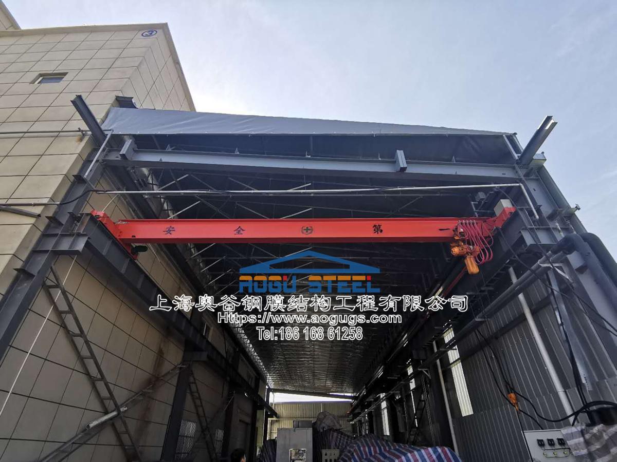 工厂电动雨篷,电动悬空伸缩雨篷,伸缩折叠雨篷,电动折叠架空顶棚雨篷该公司地方 (1).jpg