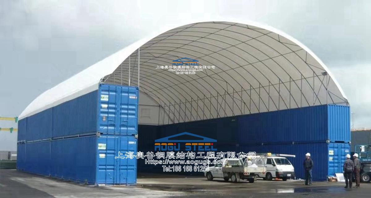 集装箱上面可以加装顶部雨棚,充分利用集装箱之间的顶部空间